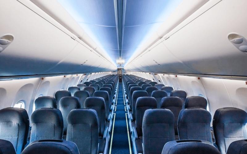 салон літака авіакомпанії Победа