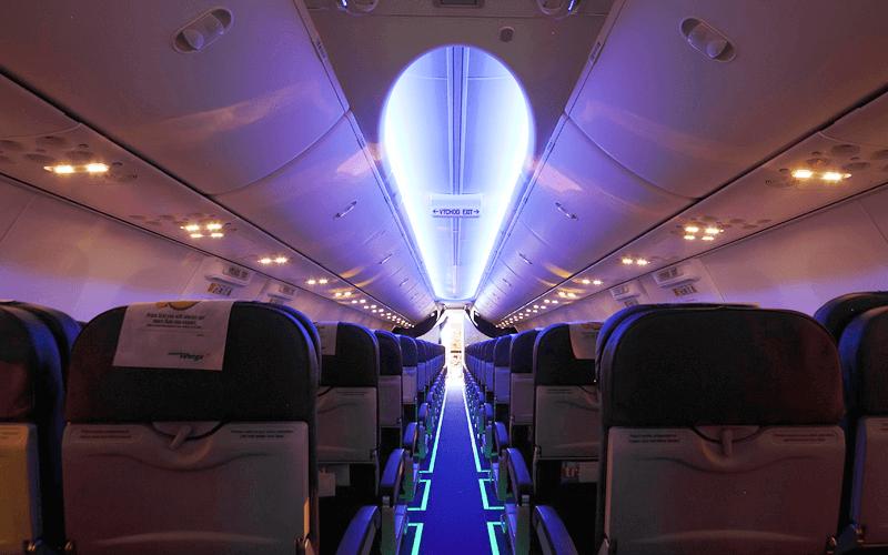 салон літака авіакомпанії Smart Wings