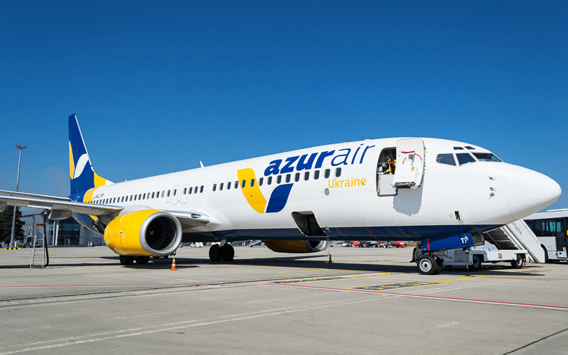 Літак Azur Air