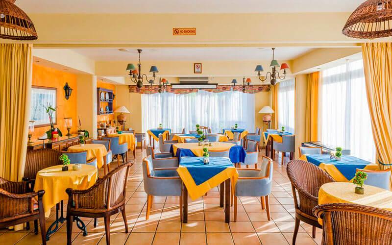 Ресторан у Estella Hotel & Apts 3*, Лімассол, Кіпр