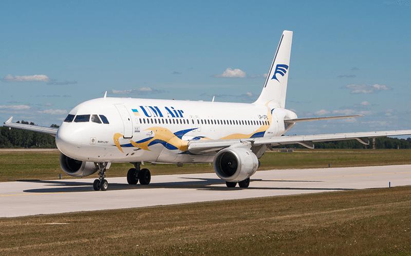 Літак авіакомпанії UM Air