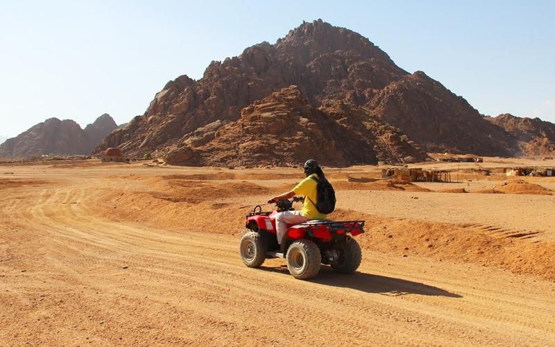 Поездка на квадроциклах в пустыне, Египет