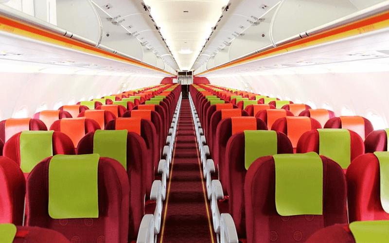 салон самолета авиакомпании Hong Kong Airlines