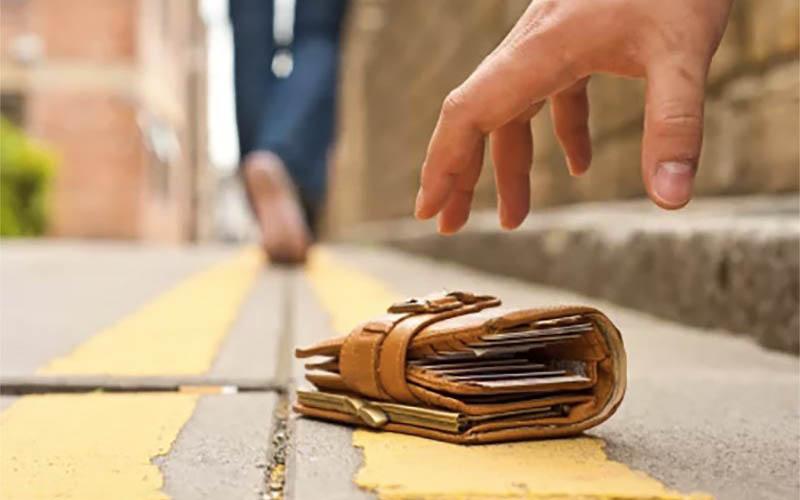 Картинки по запросу за границей украли кошелек?
