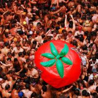 Помидорная битва в Испании: фестиваль La Tomatina