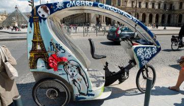 Париж приготував екскурсії по місту на незвичному транспорті!