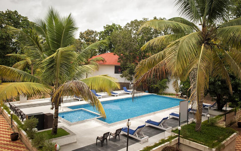 Бассейн в Le Pearl Goa Resort & Spa 4*