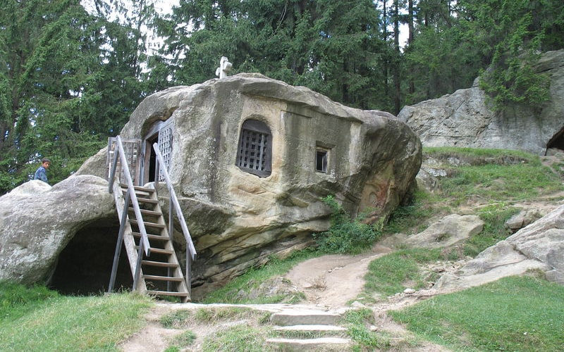 Отшельник и пещеры
