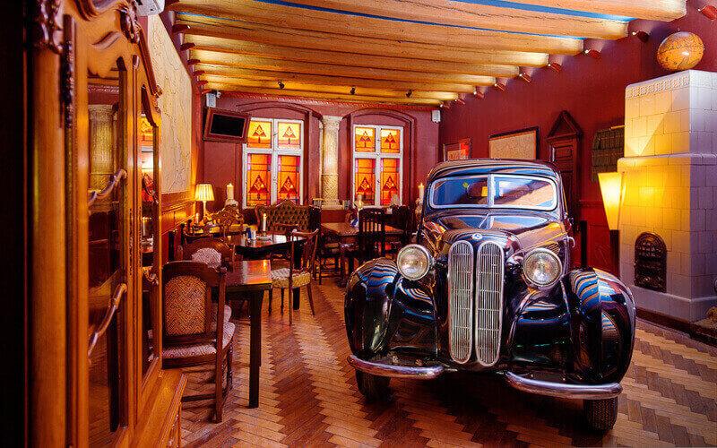 «Самый дорогой ресторан Галиции» Ретро авто