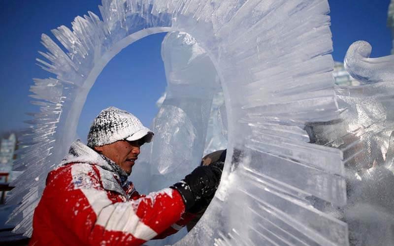 Создание скульптур из снега и льда