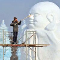Невероятные фигуры из снега и льда на зимнем фестивале в Харбине