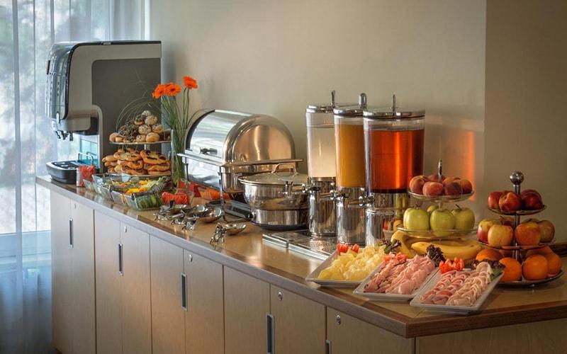 Шведський стіл в Aida Hotel 4*, Прага, Чехія