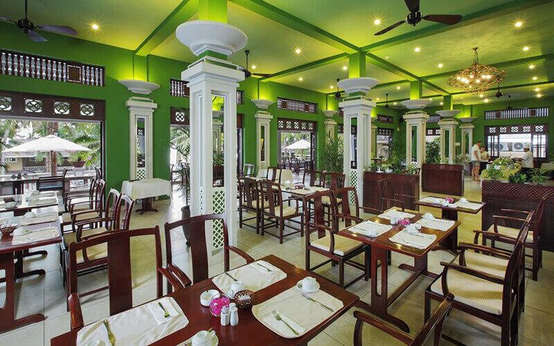 Ресторан в Amaryllis Resort 3*, Фантьет, Вьетнам
