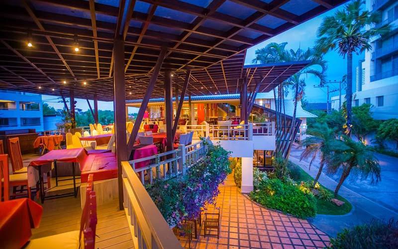 Ресторан в Natural Park Resort 3*, Паттайя, Таиланд