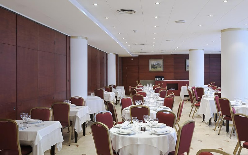 Ресторан в Tulip Inn Andorra Delfos Hotel 4*, Эскальдес - Энгордани, Андорра