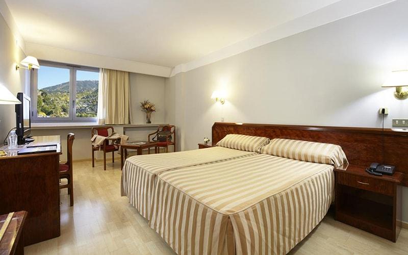 Номер в Tulip Inn Andorra Delfos Hotel 4*, Эскальдес - Энгордани, Андорра