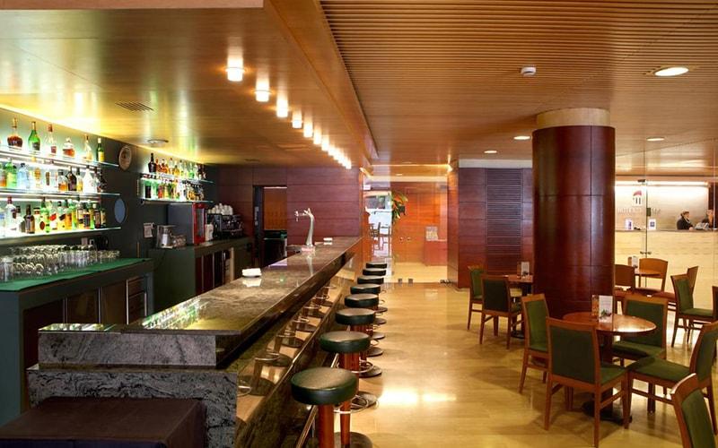 Бар в Tulip Inn Andorra Delfos Hotel 4*, Эскальдес - Энгордани, Андорра