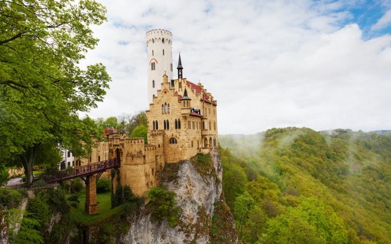 крепость Лихтенштайн или замок спящей красавицы