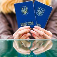 Украинцам обещают вдвое больше загранпаспортов