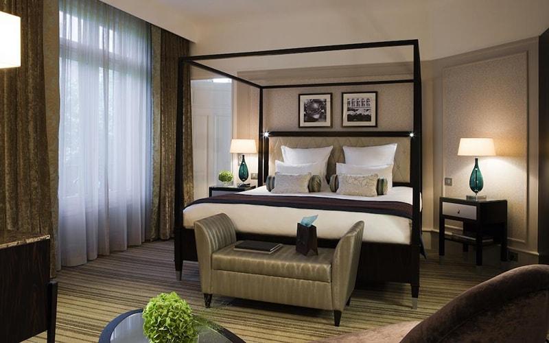 Номер в Paris Marriott Opera Ambassador Hotel 4*, Париж, Франція