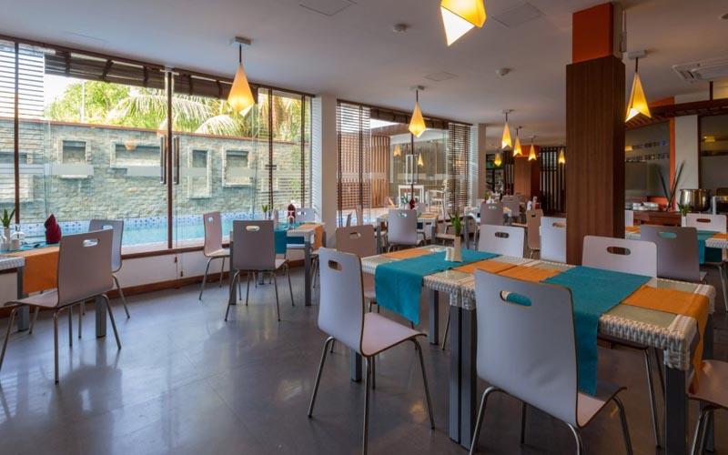 Ресторан в Plumeria Boutique 4*, Вааву Атолл, Мальдивы