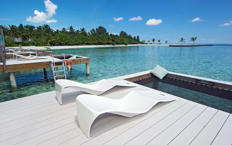 Пляж в Holiday Inn Resort Kandooma 5*, Южный Мале Атолл, Мальдивы