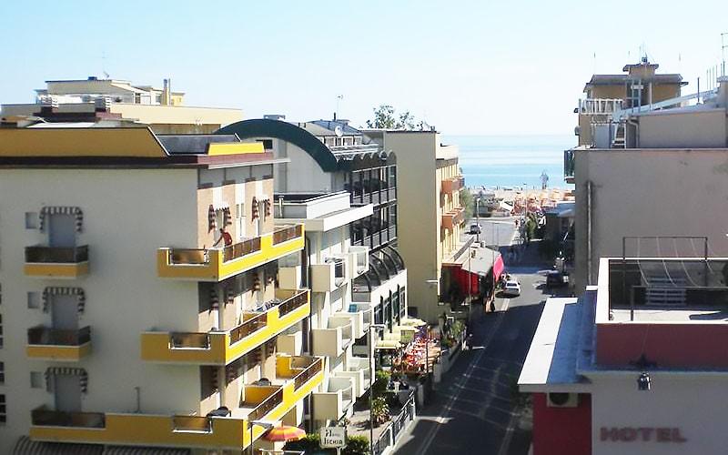 Hotel Nova Dhely - вид на пляж