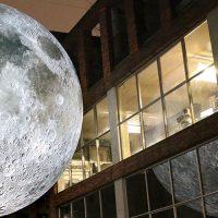 Европейцев приглашают посмотреть на Луну