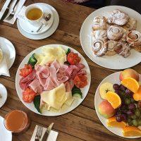 Види харчування в готелях: шпаргалка для туристів