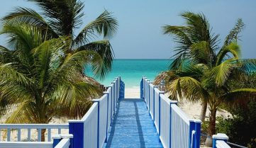 Поїздки на Кубу стали дорожчими через консульський збір