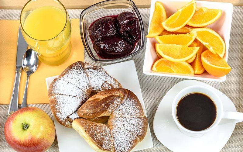 Континентальний сніданок