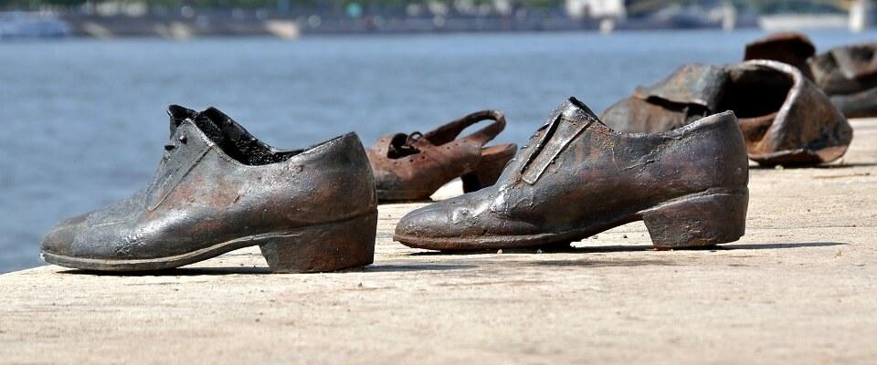 Туфли на набережной Будапешта